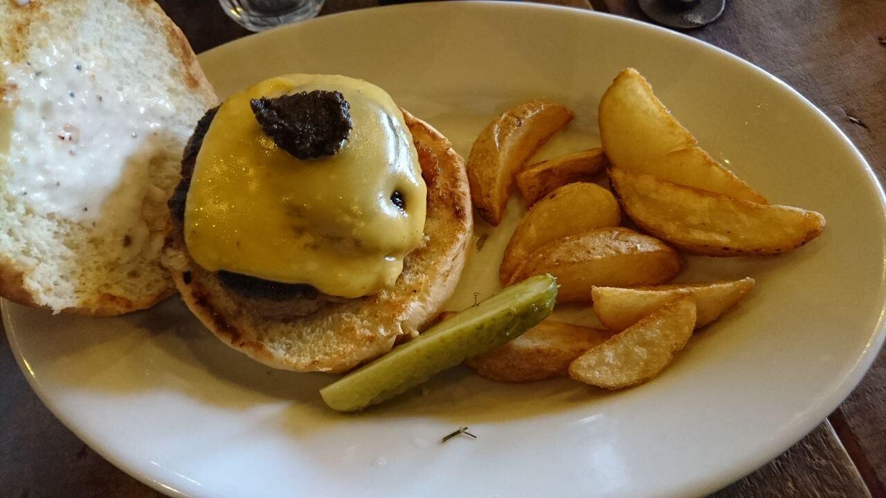 代官山のポートオブコールでランチのトリュフバーガーを食すのブログ画像