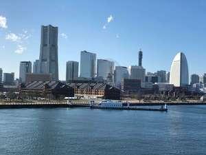 横浜の大桟橋でほっこり日向ぼっこのブログ画像