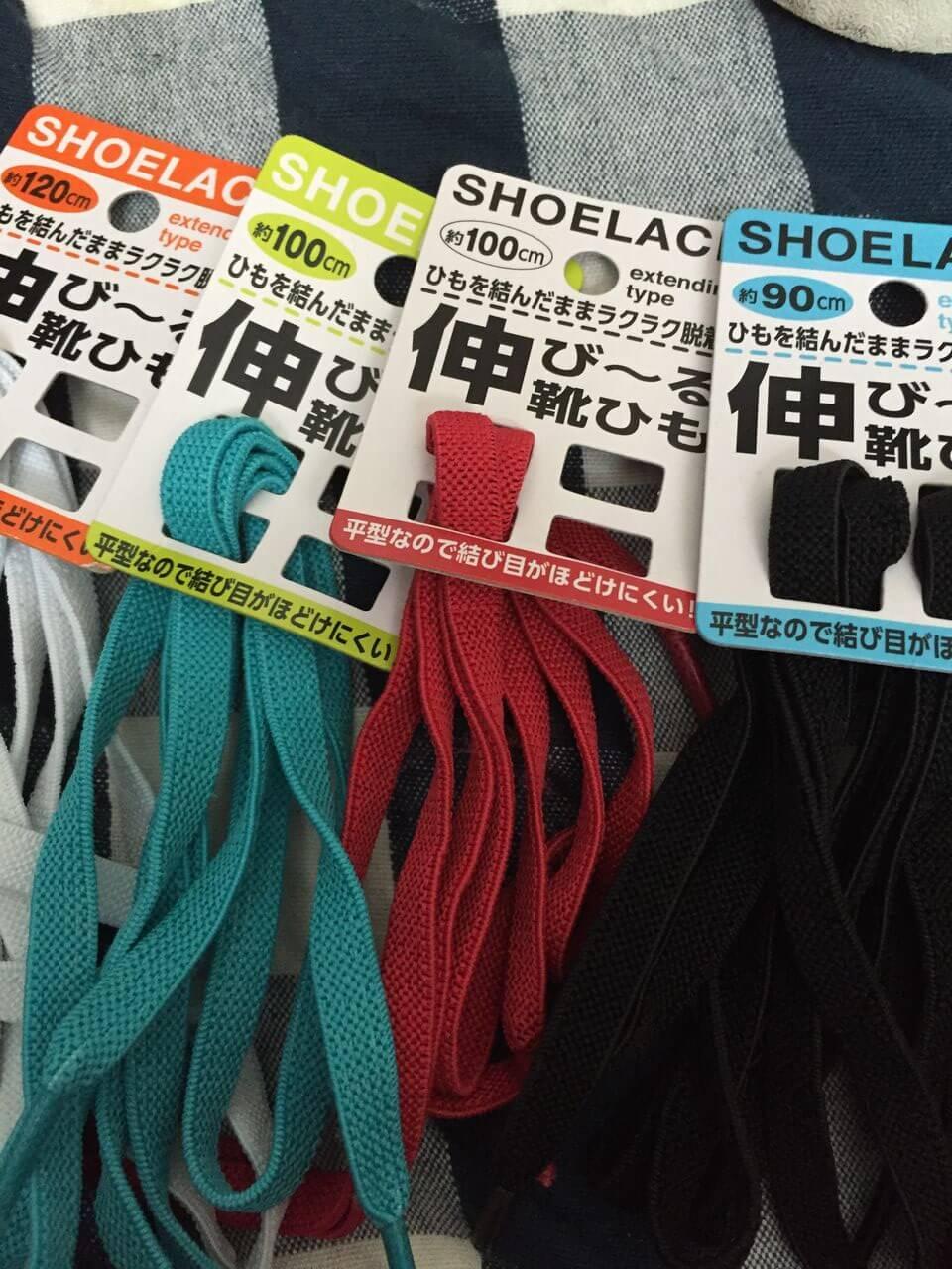 靴ひもストレスとサヨナラ!セリアの伸びる靴紐が使える。のトピックイメージ写真